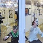展覧会会場の窓に書くMargaretとHelene